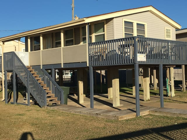 Azure Vista Beachfront Home on West Beach - Galveston - Talo
