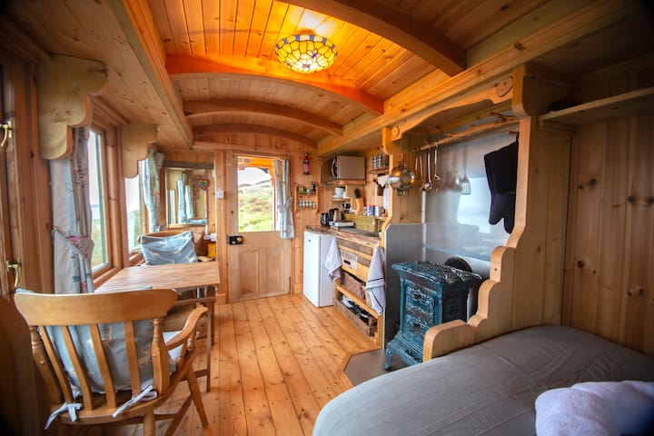 The Shepherds Hut (NC500 Glamping with Sea Views)