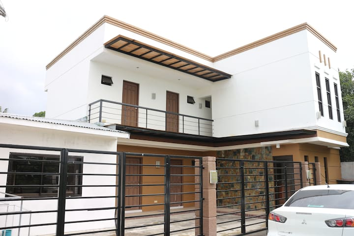 Diamond private rooms near Fernando Airbase - Batangas - Hus