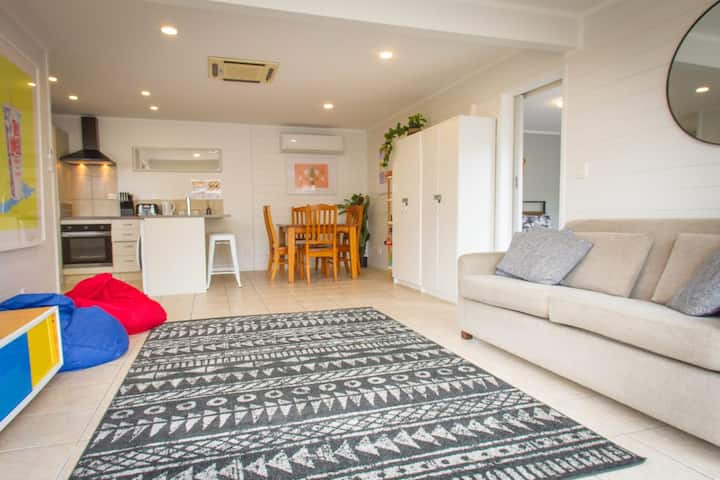 Great base in central Mount location, just a short stroll to town and beach