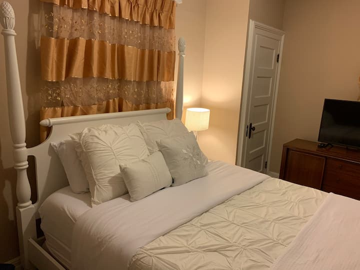 5_Serene Private Bedroom - near Newark Airport
