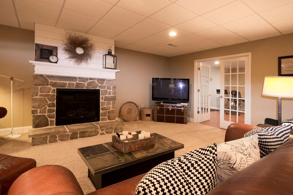 Gas Fireplace, Leather Furniture w/Big Pillows for your comfort, Big Screen TV, Personal Gym through double doors