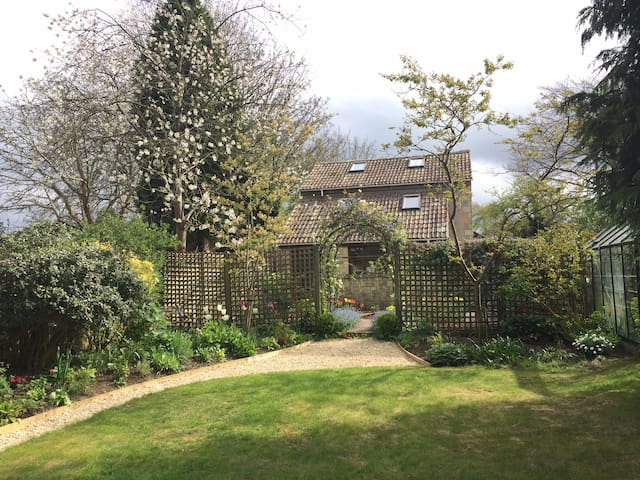 The Garden Flat, quiet, detached and close to Bath - Combe Down - 公寓