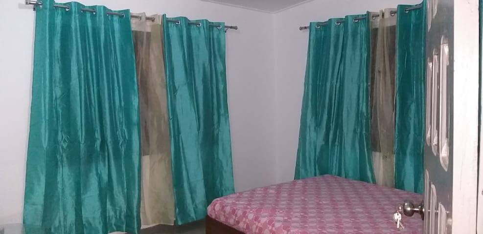 Charming House in Osu-Accra - 1 double bed with AC