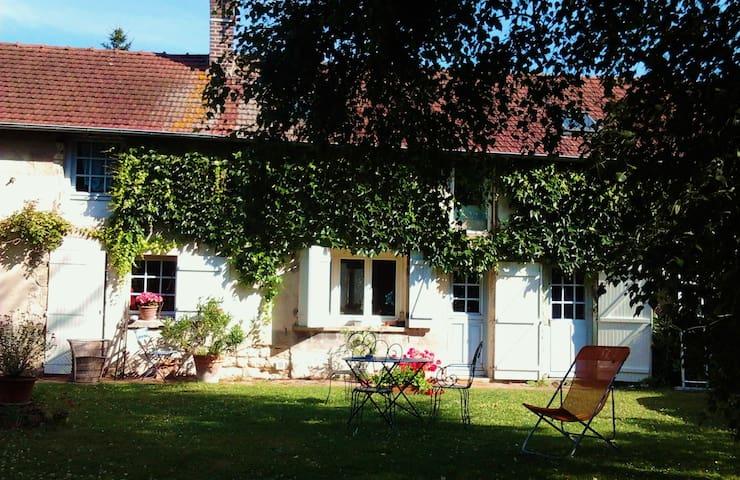 CHAMBRE dans LONGERE Senlis Chantilly Compiègne