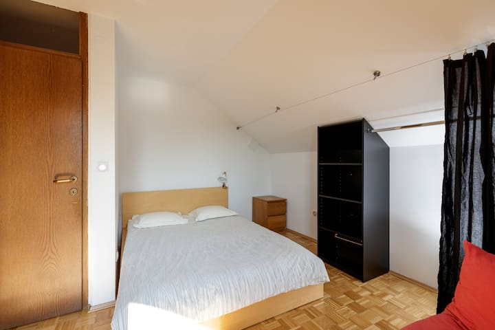 Second bedroom with king size bedroom.