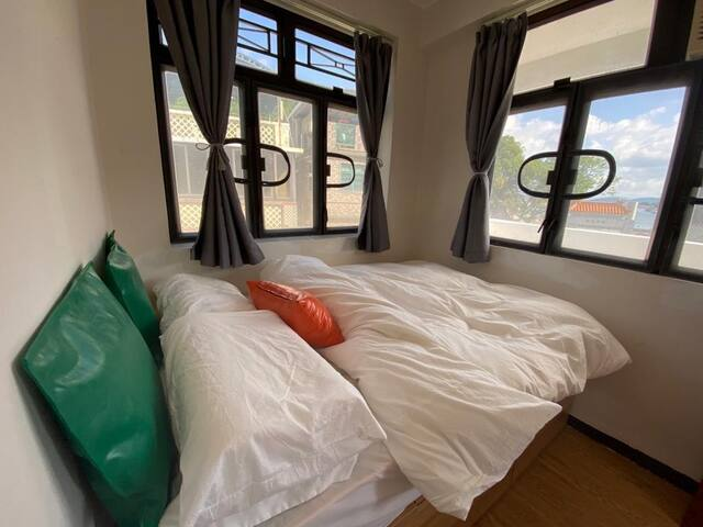 Bedroom 3 Window Direction: North facing Sea and West Ocean View Mattress Strength: medium to hard