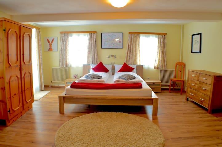 Room 4 bedroom with Bath & Shower en-suite