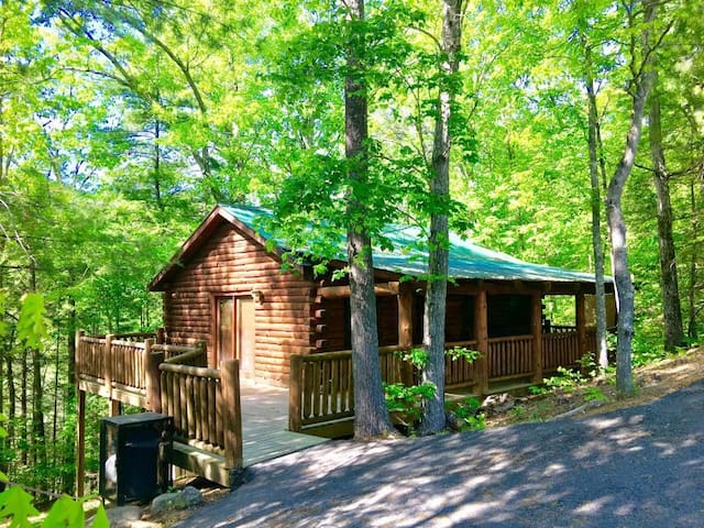 Honeymooner's Dream Cabin in Pigeon Forge