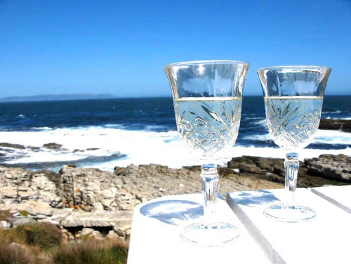 Hermanus Whale View - Beachfront Cottage