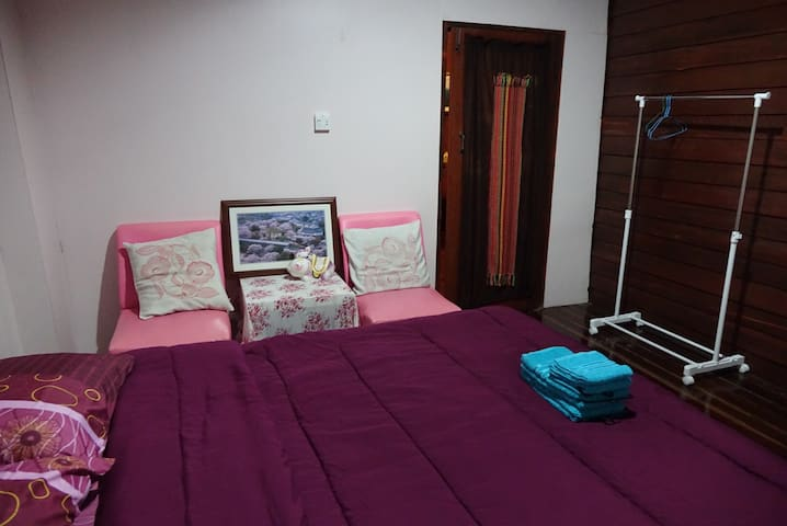HavenRoom#A-opposite Lomsak Museum - Lomsak
