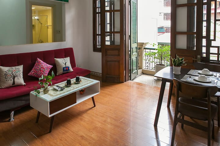 1BR apartment with balcony nearby Truc Bach Lake
