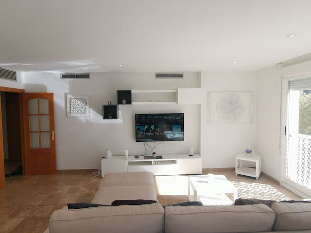 Luxury apartment with pool a Corts Valencianes