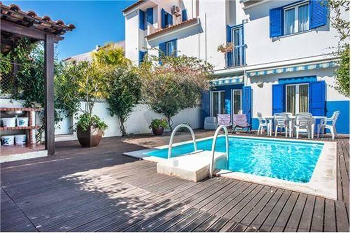 Villa Maia T4  a 35m de Lisboa e 10m da praia