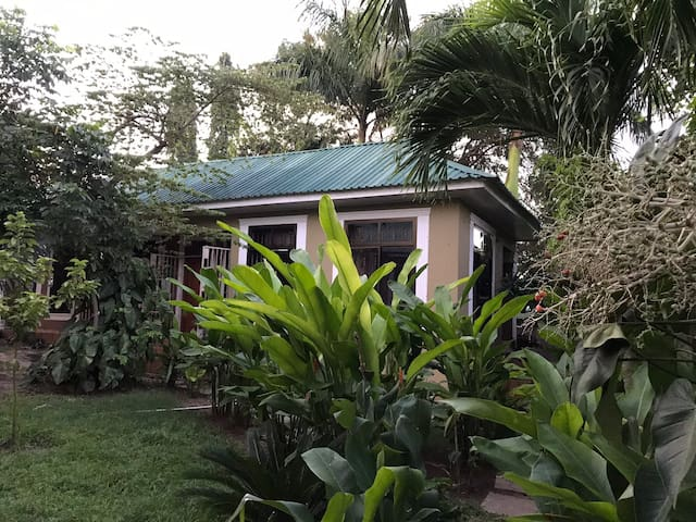 Peacefuly, homely, secured home nearby beach