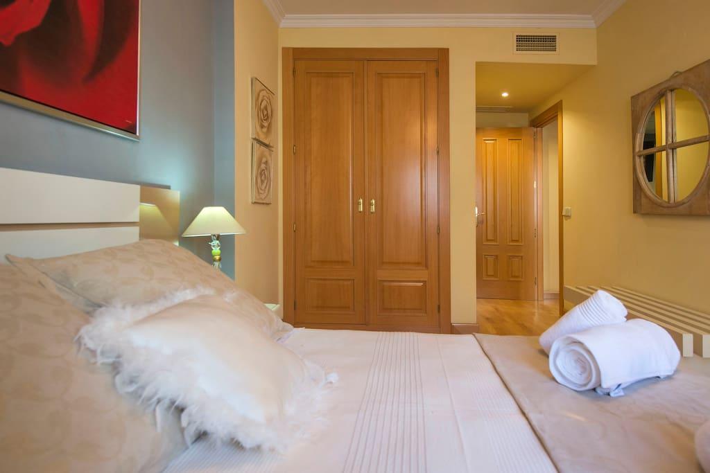 Dormitorio con cama de 150 cm