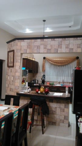 Private Room Vista Real Residential - Cartago - House