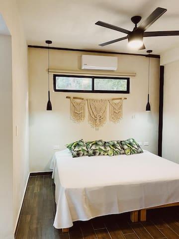 Bedroom King size bed  Recamara con cama king size