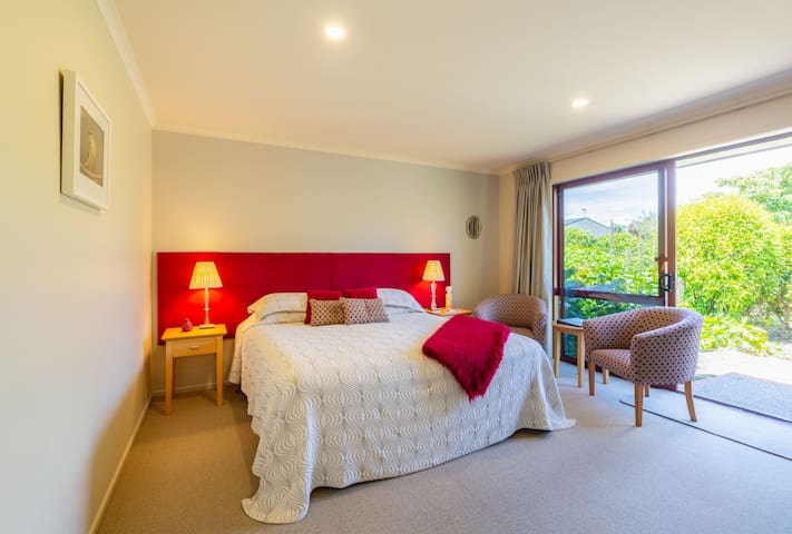 Bellbird Suite - Accent House Luxury Boutique B&B