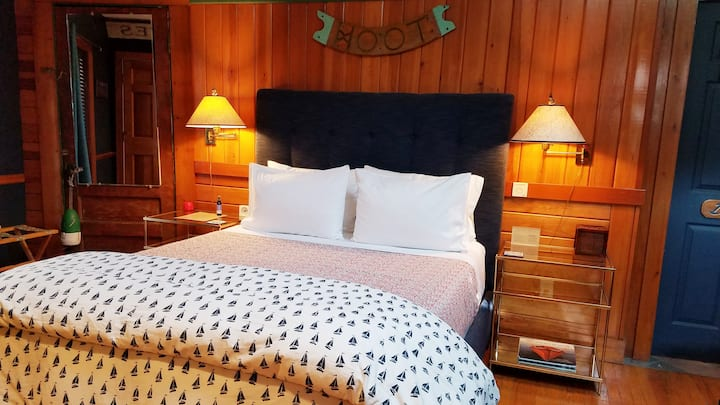 Woodenboat Room w/ in-room fireplace & hiking