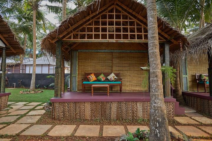 Saraswati: Garden view Beach Cottage at Patnem