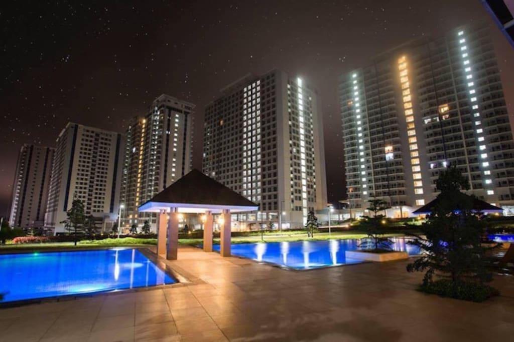 Night at swimming pool