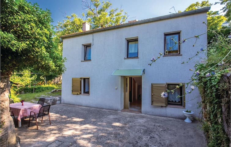Holiday apartment with 2 bedrooms on 60m² in Drivenik