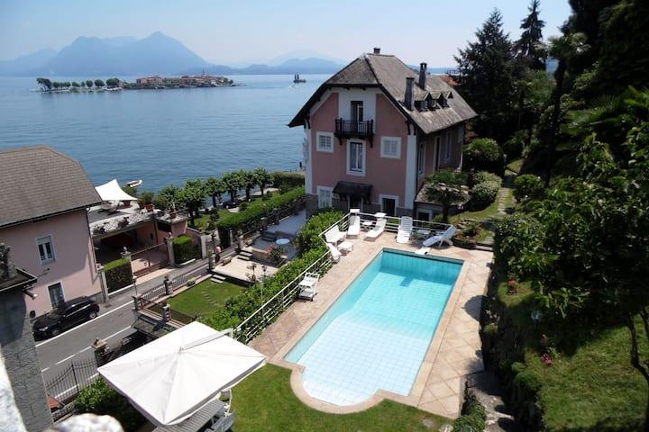 Villa moderne à Baveno avec piscine