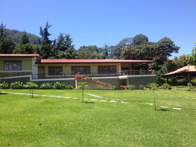 Casa de Campo MonteAlegre en Apaneca - Apaneca - Cabin