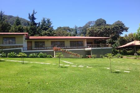 Casa de Campo MonteAlegre en Apaneca - Apaneca - Hytte