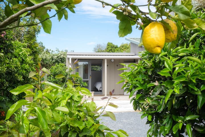 Keith's Cabin: Garden Room near central Kerikeri