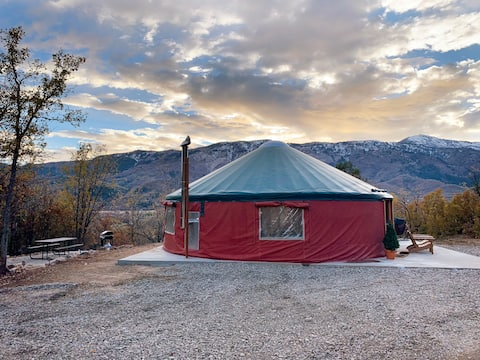 Horseshoe Holler, 30 ft Luxury Yurt in Eden, UT