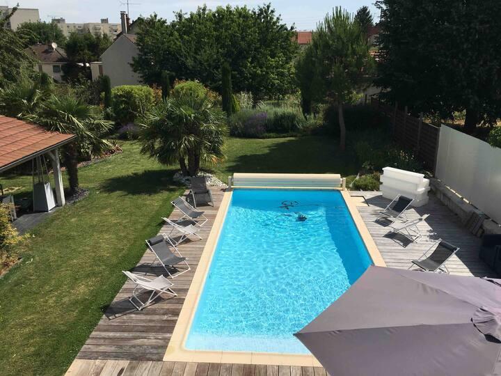 Villa avec piscine privative a 2 pas du Centre.