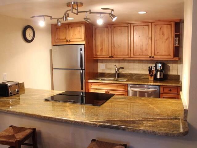 Vail Intll-Ground Level 2BR/2BA Condo-Nice Kitchen