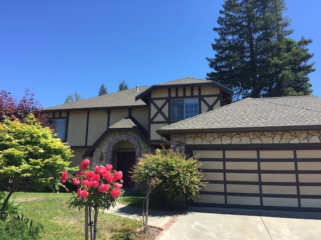 Whole house with 5 beds in 3 rooms - El Sobrante - Dom