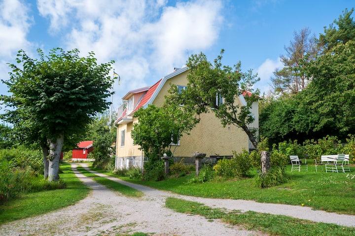 Mysig gård nära havet med bed & breakfast, Tjärnö