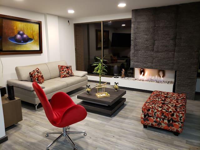 Amplia y cómoda habitación en lujoso apartamento
