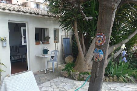 Chambre dans charmant cabanon - Le Cannet - Guesthouse