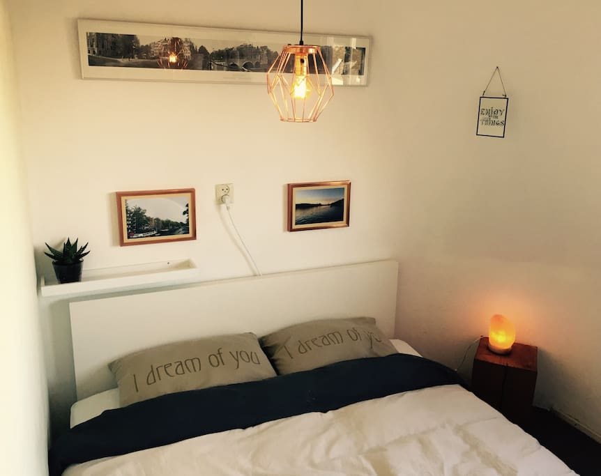 The room has a Copper theme, including historic and recent photos of Amsterdam. It's fitted with a comfy twin bed and central heating