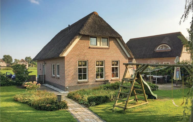 Holiday cottage with 4 bedrooms on 210 m² in Tiendeveen