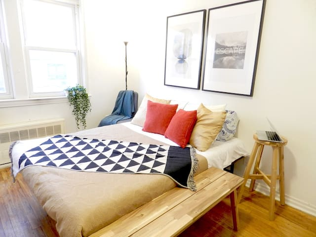 Clean & Lovely Couples Room Near Mall & Manhattan