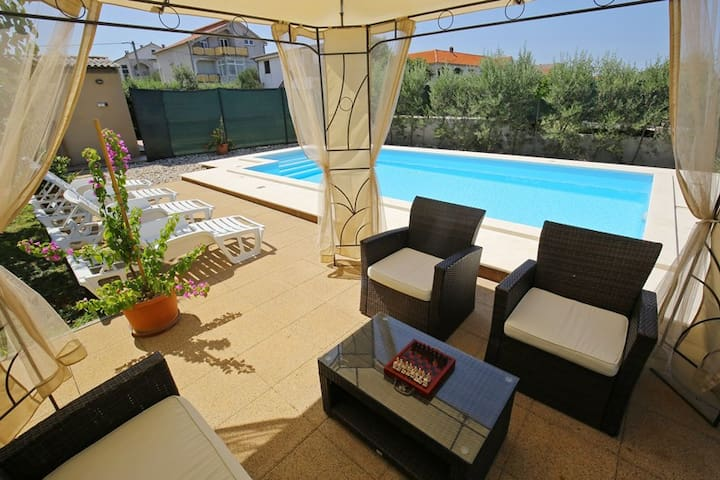Villa with heated pool, 500 m away from the beach - San Cassiano - Villa