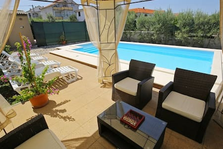 Villa with heated pool, 500 m away from the beach - Sukošan - Villa