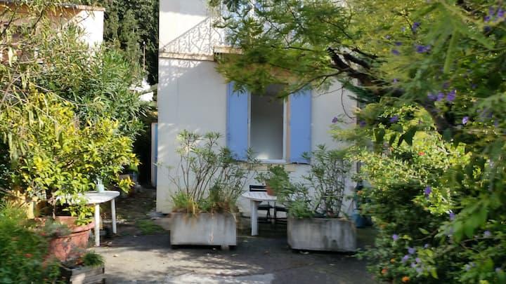 Discrète maison méditerranéenne