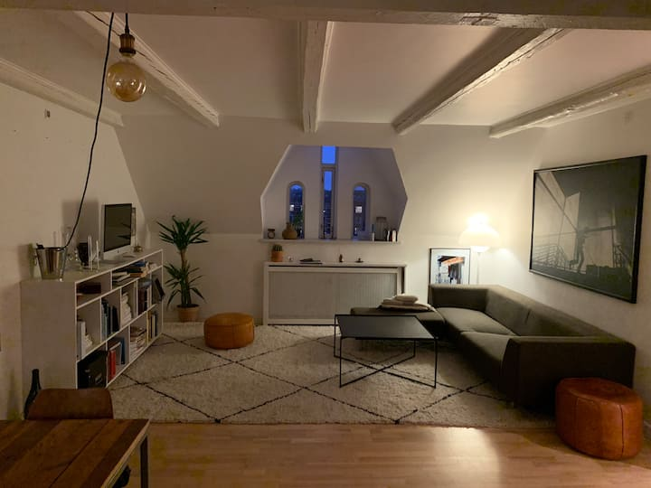 Spacious, comfy flat in cute central-local area
