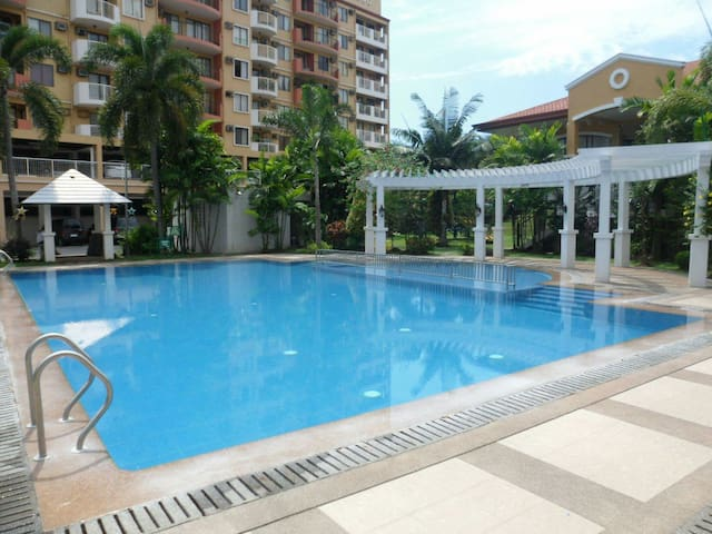 Penthouse Unit in an accessible location w/DSLWIFI - Davao City - Apartamento