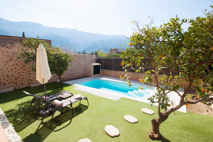 Ground floor with garden, swimming pool and private parking