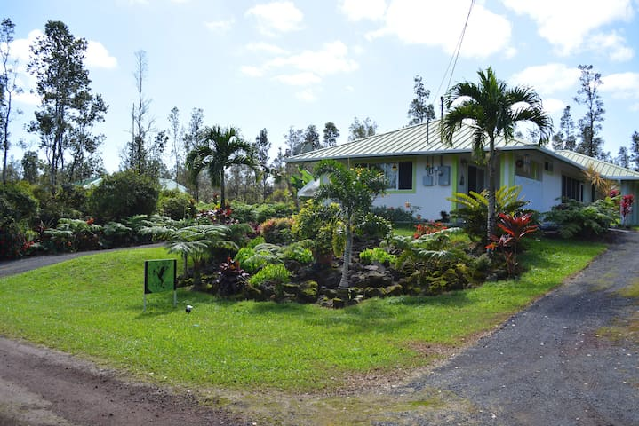 EXPLORE HILO TO VOLCANO- Fully AirConditioned Home