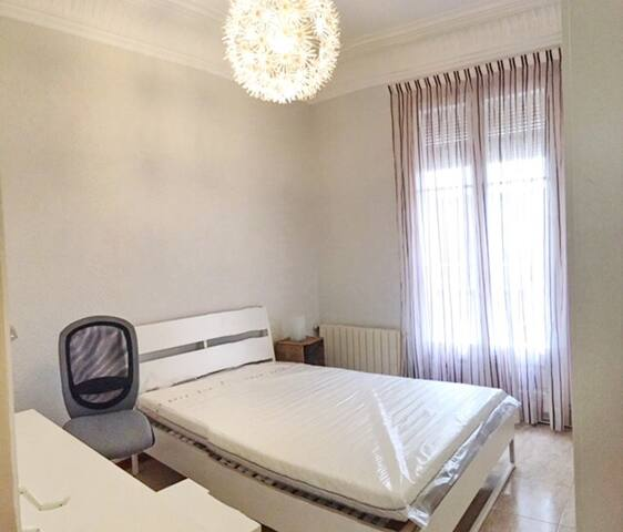 COZY LARGE DOUBLE ROOM WITH BALCONY IN CITYCENTR..