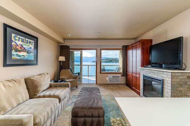 Grandview Lake View 522! Luxury Waterfront condo, sleeps up to 6!